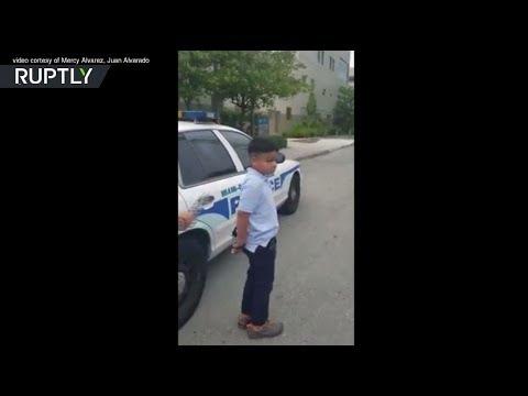 بالفيديو الشرطة الأميركية تضع الأصفاد في يدي طفل ضرب معلمته