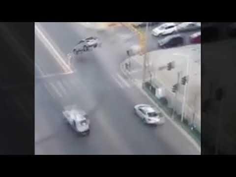 شاهد سيارات ترتفع في الهواء دون سبب معلوم في العراق