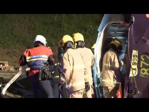 شاهد حافلة تتعرض لحادث سير مروٍّع