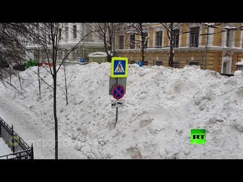 شاهد جبال من الثلوج في شوارع موسكو