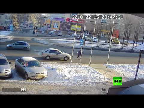 شاهد  لحظة دهس امرأة في أحد شوارع أورنبورغ الروسية