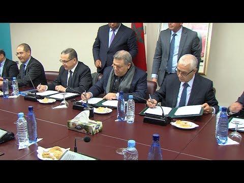 شاهد التوقيع على اتفاقية إطارلإنجاز ملاعب القرب في القرى