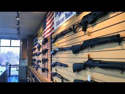 شاهد هجوم فلوريدا يثير الجدل مجددًا حول حيازة الأسلحة النارية في أميركا