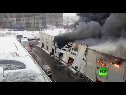 شاهد حريق ضخم في مستودع بضواحي موسكو
