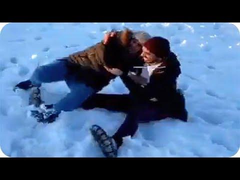 شاهد تصرفات عمر بلمير مع والدته على الثلج