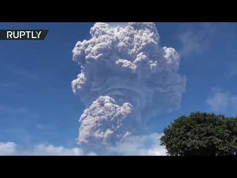 شاهد لقطات مخيفة مِن انفجار بركان في إندونيسيا