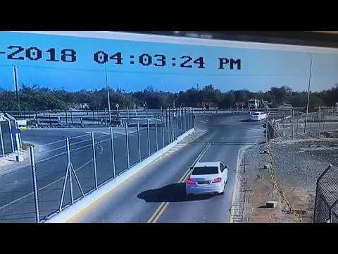 شاهد حافلة تتعرض لحادث مروِّع بسبب السرعة الجنونية