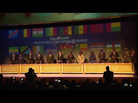 شاهد وزير الصحة يدعو إلى مكافحة الأدوية المُزيّفة في أفريقيا