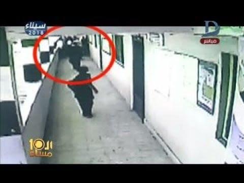 بالفيديو وكيل مدرسة يتعدى على مُعلمة بالضرب