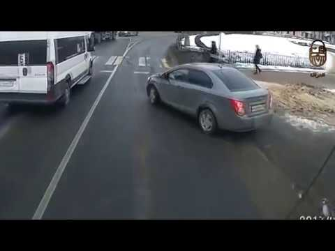 أغرب اللقطات المسجلة لحوادث السيارات