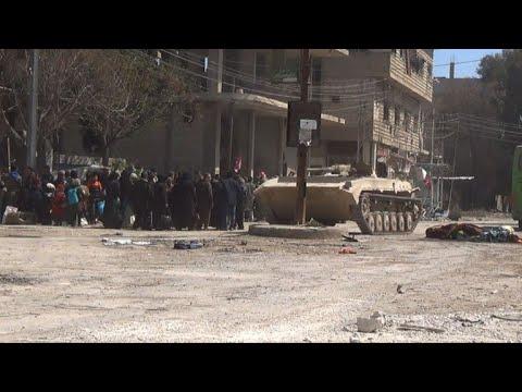 شاهد نزوح جماعي في سورية والهجمات مستمرة على جبهتين