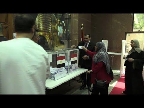 شاهد المصريون في الخارج يدلون بأصواتهم في انتخابات الرئاسة
