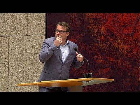 شاهد رجل يحاول الانتحار خلال جلسة داخل مبنى البرلمان الهولندي