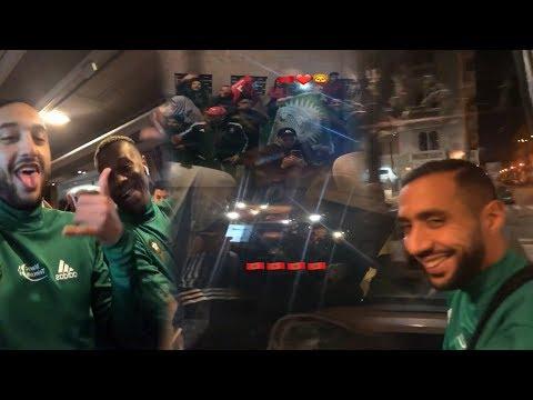 شاهد لاعبو المنتخب الوطني ناشطين مع الجالية المغربية في الحافلة
