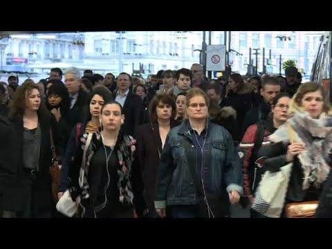 إضراب عمال فرنسا يكبدّها 100 مليون يورو