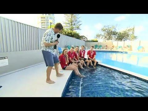 شاهد مقابلة على الهواء تنتهي بالسقوط في مسبح