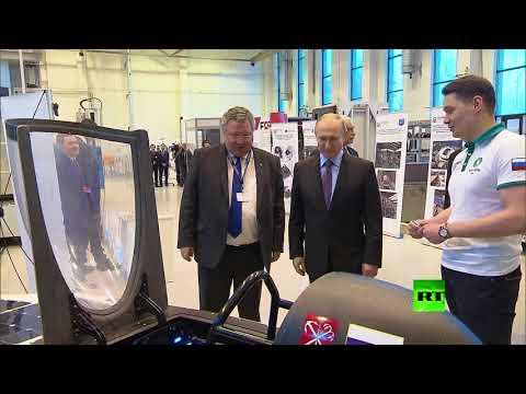 شاهد الرئيس بوتين يتعرف على سيارة شمسية صممها الطلاب الروس