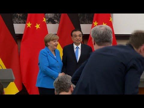 شاهد ميركل ورئيس وزراء الصين يدافعان عن الاتفاق النووي الإيراني