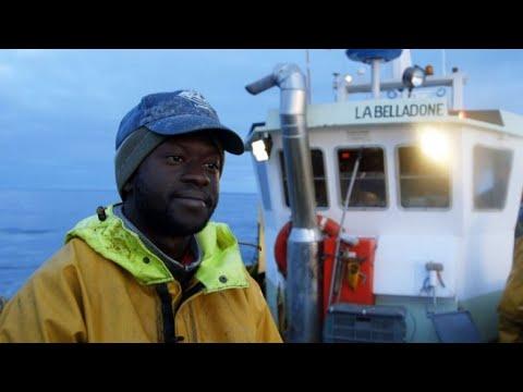شاهد صيادون سنغال يروون تفاصيل رحلتهم إلى فرنسا للعمل