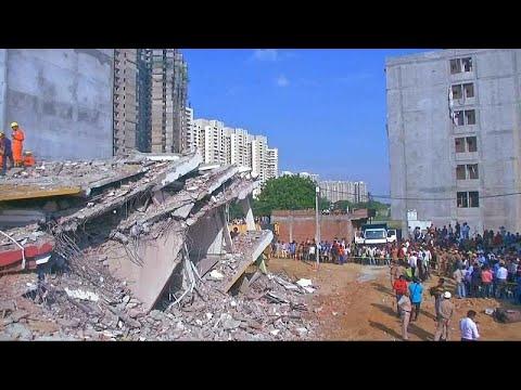 شاهد انهيار مبنى في نيودلهي