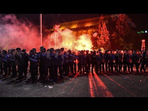 شاهد إصابة أكثر من 450 شخصًا بتظاهرة في رومانيا