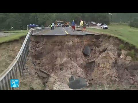 بالفيديو إعصار فلورانس وتأثيره