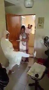 شاهد طقوس غريبة في حفلة زفاف مغربية