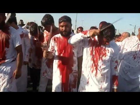 شاهد الشيعة يحيون ذكرى عاشوراء بالدماء والسيوف