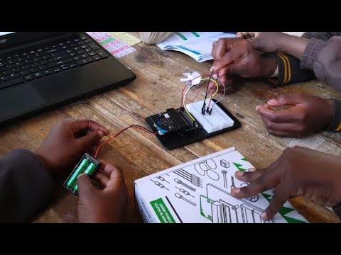 نوادي التشفير المعلوماتي توسّع أفق أطفال الأحياء الفقيرة في جنوب أفريقيا