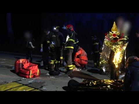 شاهد وفاة 5 مراهقين وأم بسبب التدافع في ملهى ليلى إيطالي