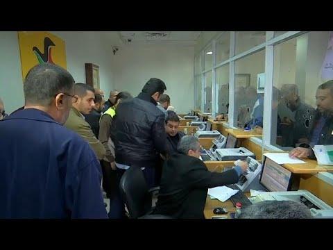 شاهد قطر تدفع رواتب 30 ألف موظف مدني في قطاع غزة تقدر ب15 مليون دولار