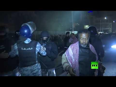 شاهد اشتباكات بين الشرطة ومحتجين على قانون الضريبة يطالبون الرزاز بالرحيل