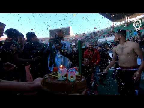 شاهد لاعبو الجيش الملكي المغربي يحتفلون  بعيد ميلاد المهدي برحمة بعد المباراة