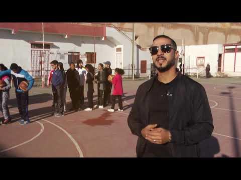 شاهدزكريا منصوري يساعد ذوي الاحتياجات الخاصة على ممارسة الرياضة