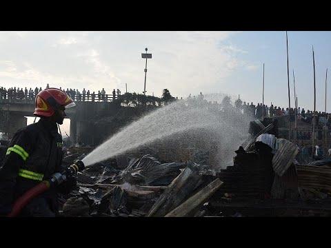 شاهد وفاة 8 أشخاص إثر حريق في منطقة عشوائيات في بنغلادش