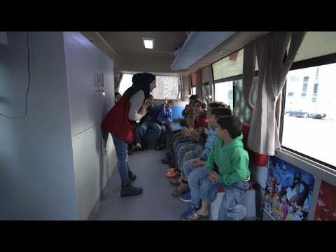 شاهد تعليق الأطفال على أتوبيس الفرح في لبنان