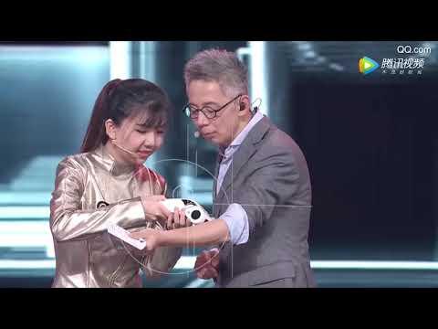 شاهد روبوت صيني يعمل بنظام ai يعيش حياة العارضة النسائية
