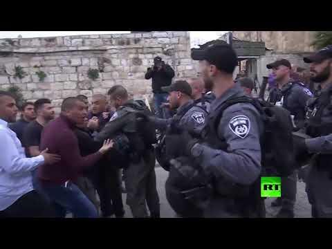 شاهد إسرائيل تنتقم من مصلين في الأقصى بعد احتراق مركز شرطتها