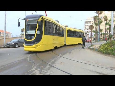 شاهد الإسكندرية تشهد انطلاق 15 عربة ترام حديثة