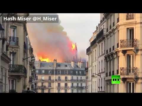 شاهد  لحظة انهيار برج كاتدرائية نوتردام في باريس