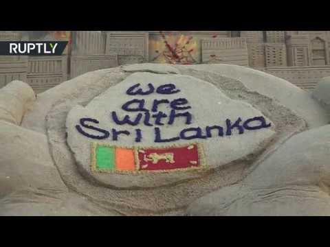 شاهد فنان هندي يصنع مجسمًا من الرمال تضامنًا مع ضحايا سريلانكا