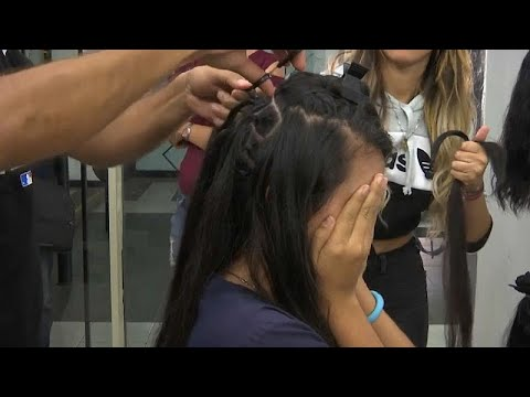 شاهد فنزويليات يبعن شعرهن لتأمين لقمة العيش