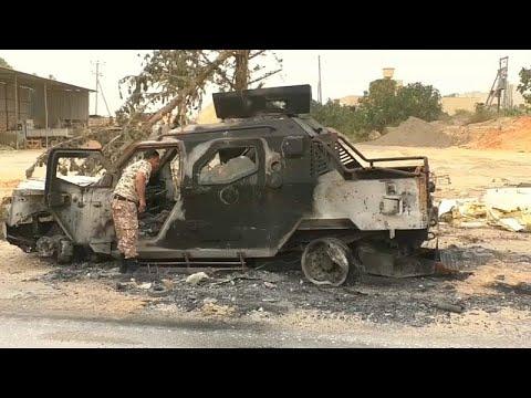 شاهد شوارع عين زارة الليبية تمتلئ بالأنقاض
