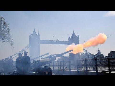 شاهد إطلاق مدافع وندسور احتفالًا بعيد ميلاد الملكة إليزابيث الـ 93