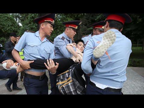 اعتقلت السلطات الكازاخستانية قرابة 1000 شخص