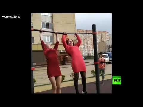 شاهد فتاتان روسيتان تقدمان عرضًا مثيرًا في القوة
