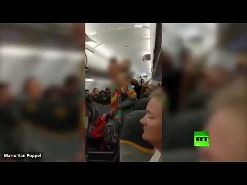 شاهد طرد بريطانيتين من طائرة توماس كوك لوصفهما مسلمين بـالمتطرفين