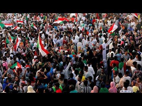 آلاف السودانيين يتظاهرون في ذكرى مرور 40 يومًا على فض الاعتصام الدموي