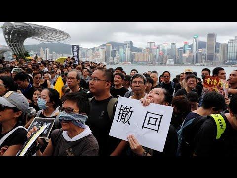التجار الصينيون يدفعون بالمحتجين إلى شوارع هونغ كونغ
