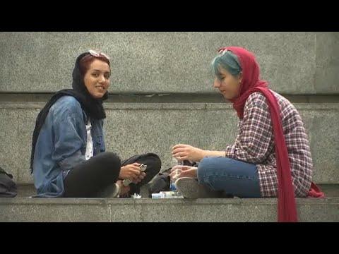 شاهد الجدل بشأن الحجاب يتصاعد في إيران